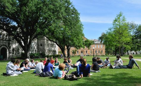 Regis students can have upcoming events outside to prevent spread of the Coronavirus. (Wikimedia Commons).